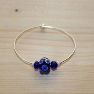 Perles historiques sur bracelet contemporain / historical beads on modern bangle