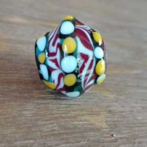Perles mérovingiennes/ Merovingian glass bead